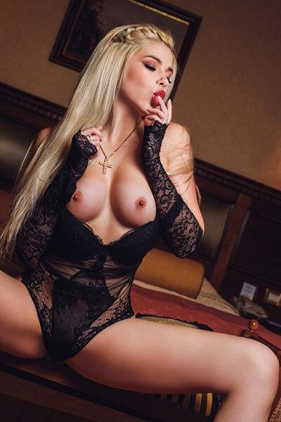 belle blonde italianne