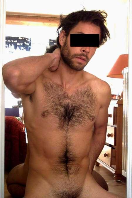 Homme de m�nage nu ou en tenue sexy